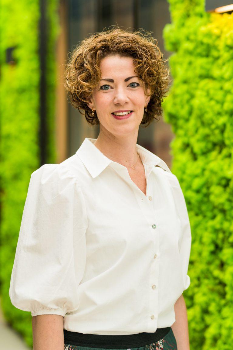 Simone Sleddens   Office manager